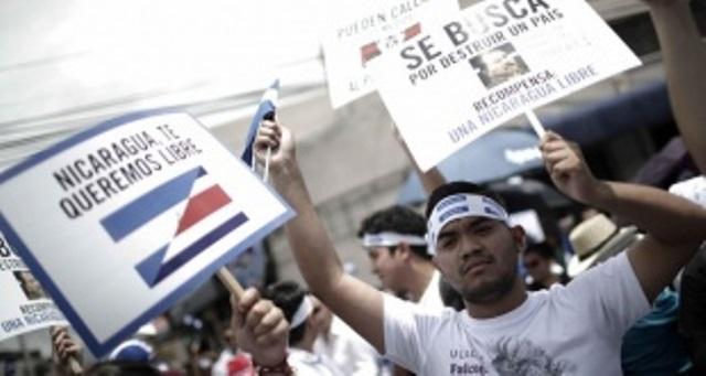 Asesinan y queman a dos hombres en plena calle en Managua