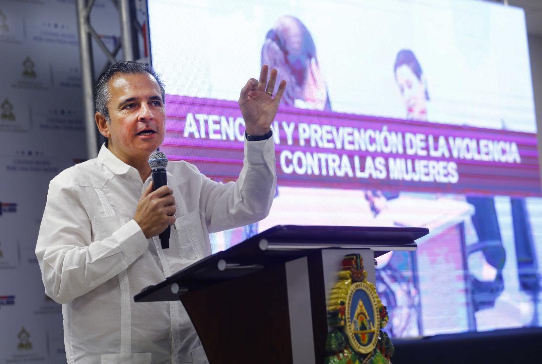 El representante del Banco Interamericano de Desarrollo (BID), Eduardo Almeida