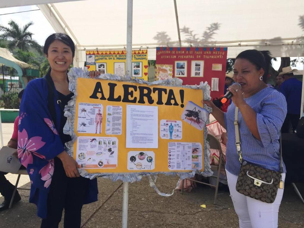 1. Voluntaria de JICA concientiza sobre el dengue en Teupasenti.